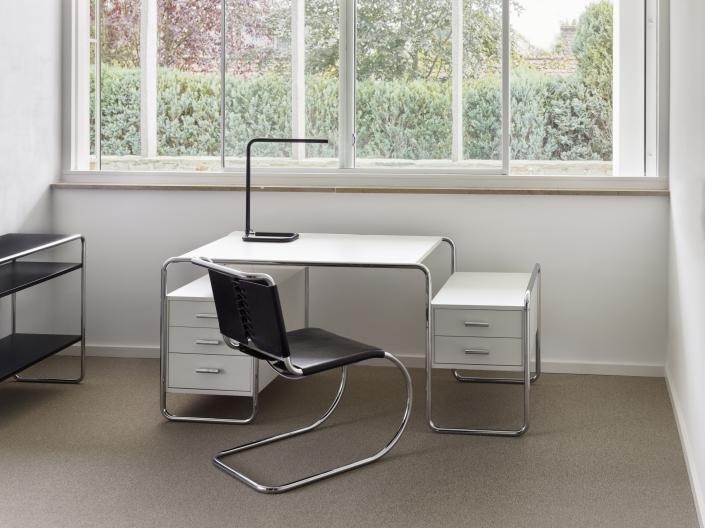 Thonet, Schreibtisch, S 285. Freischwinger, S 533, Leder, Bahaus, Klassiker, Design, Home Office
