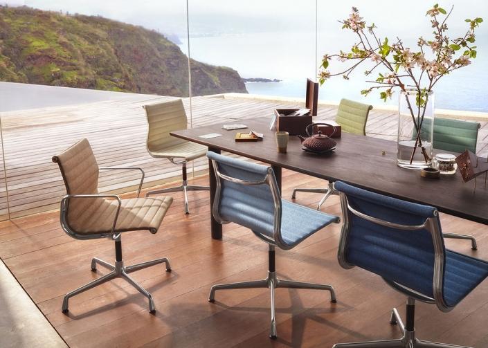 Vitra, Aluminium Chair, Konferenz, Konferenzstuhl, Konferenzmöbel, Design, Stoff, bunt
