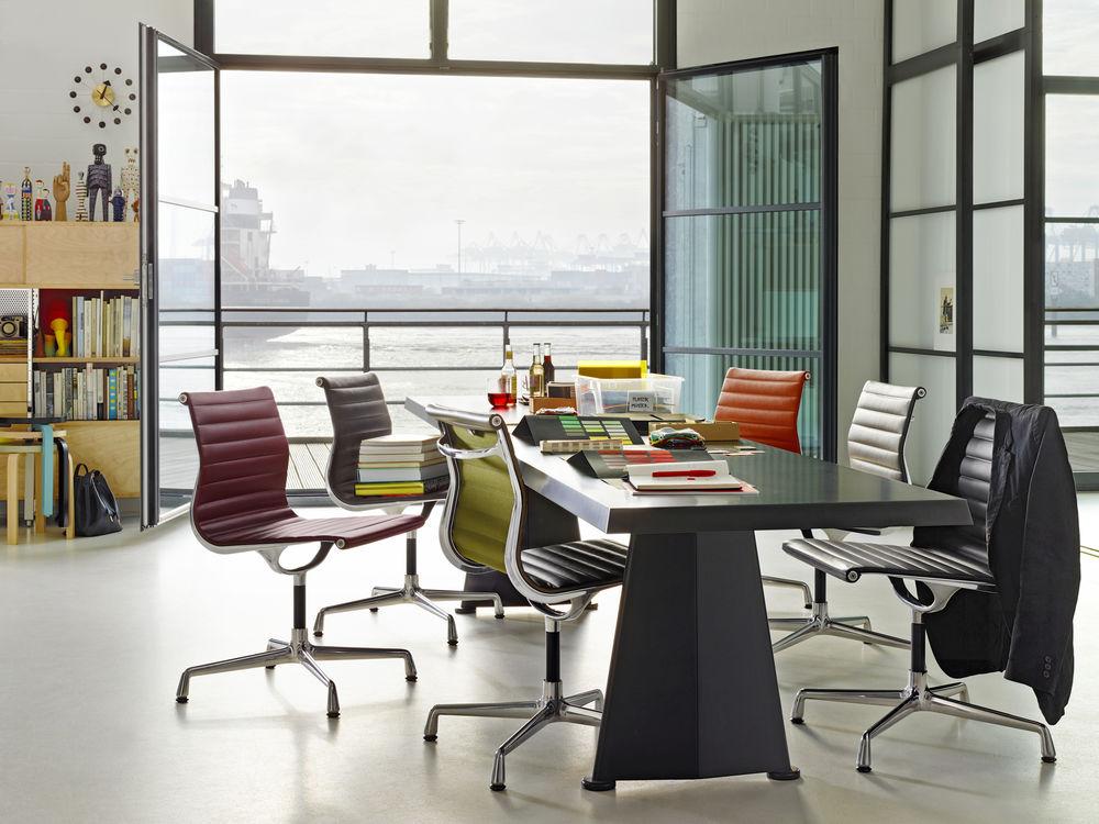 Vitra, Aluminium Chair, EA 101, Konferenztisch, Trapèze Tisch, Meeting, Möbel, Büro, repräsentativ, Leder, ohne Armlehnen