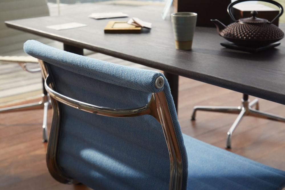 Vitra, Aluminium Chair, EA 101, Qualität, Design, Konferenzmöbel, Konferenzstuhl, Esszimmerstuhl, Stoff, bunt