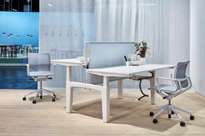 Vitra, CDS, Schreibtisch, höhenverstellbar, Physix, Drehstuhl, Bürodrehstuhl, Büromöbel, Sitz-Steh-Tisch, Doppelarbeitsplatz, Büroeinrichtung, Bürogestaltung, Bürokonzepte