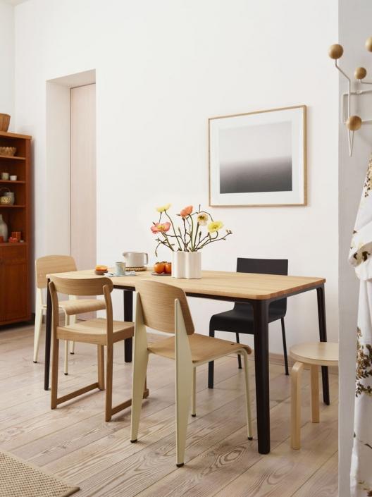 Vitra, Morisson Plate Dining Table, Prouvé Standard Chair, Van Severen .03 Stuhl, Esstisch, Esszimer, Esszimmerstuhl, Einrichtung, Möbel, Zuhause, Holztisch, Holzstuhl, Designerstuhl