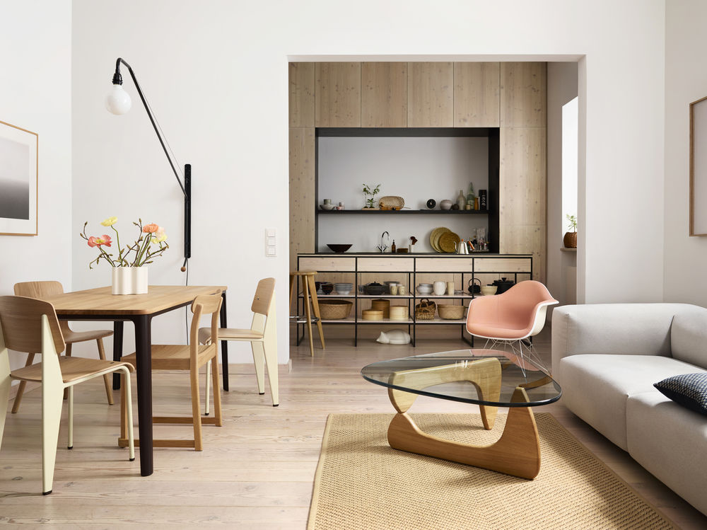 Vitra, Morrison Plate Dining Table, Prouvé Standard Chair, HAL Stuhl, Noguchi Coffee Table, Eames RAR Plastic Chair, Wohnzimmer, Esszimmer, Esstisch, Esszimmer, Wohnzimmereinrichtung, Wohnzimmermöbel, Möbel, Sofa