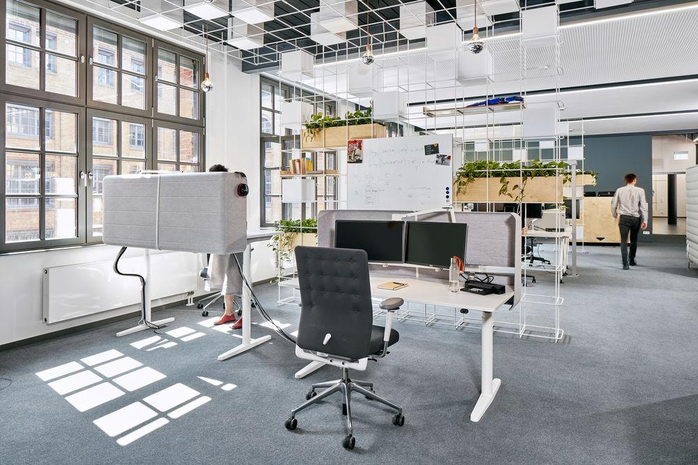 Vitra, Tyde, Schreibtisch, Schreibtischstuhl, Drehstuhl, höhenverstellbarer Tisch, Sitz-Steh-Tisch, höhenverstellbarer Schreibtisch, Bürodrehstuhl, ID Chair, ID Trim, Büro, Bürokonzept, Büromöbel, Büroeinrichtung