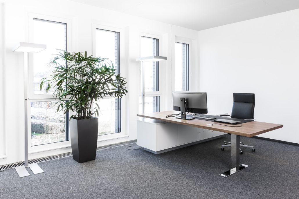 Spiegels Management Chefzimmer Con Air Bürokonzept repräsentativ Design Chefbüro edel Tisch Schreibtisch höhenverstellbar